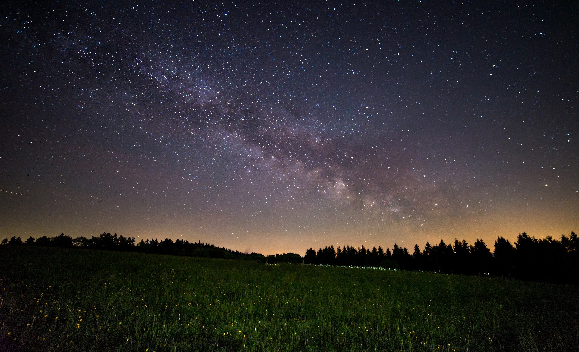 milky-way-above-field